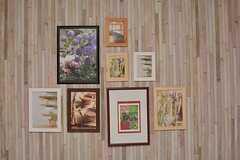 写真が飾られています。(2015-12-07,共用部,LIVINGROOM,1F)