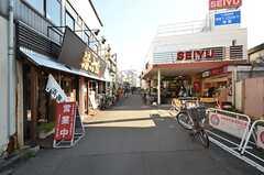 駅前には商店街があります。スーパーもあって便利。(2015-12-07,共用部,ENVIRONMENT,1F)
