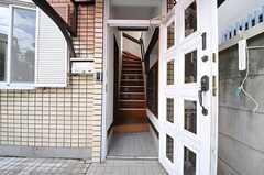 正面玄関から見た内部の様子。上がって左手がリビングです。(2013-10-07,周辺環境,ENTRANCE,1F)