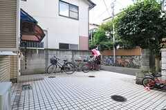 駐輪場の様子。(2013-10-07,共用部,GARAGE,1F)