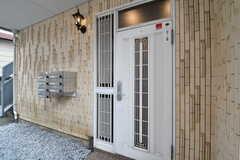 シェアハウスの玄関。(2019-09-11,周辺環境,ENTRANCE,1F)