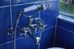 電話のようなデザインのシャワー水栓。(2017-07-10,共用部,BATH,2F)
