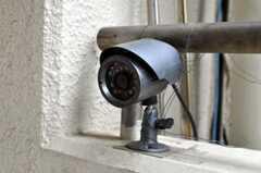 玄関には防犯カメラが設置されています。(2010-07-06,共用部,OTHER,2F)