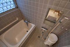 バスルームの様子。バスルームは2Fにも用意されています。(2018-04-24,共用部,BATH,1F)