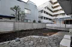 庭にも出られます。(102号室)(2010-02-04,共用部,OTHER,1F)