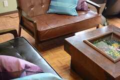 ソファは革張りのタイプ。(2015-03-17,共用部,LIVINGROOM,1F)