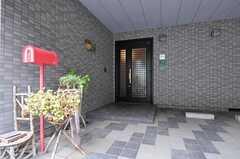 シェアハウスの正面玄関。(2011-07-20,周辺環境,ENTRANCE,1F)