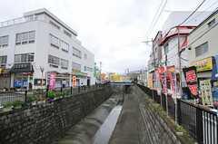 西武新宿線・鷺宮駅前の川。(2011-07-20,共用部,ENVIRONMENT,1F)