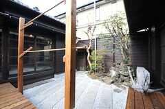 一角には庭園が設けられています。(2014-04-28,共用部,OTHER,1F)