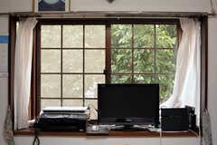 窓の外の緑が気持ち良いです。(2015-04-21,共用部,LIVINGROOM,2F)