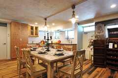 テーブルに食器を置くと、ゴージャスになります。(2012-09-10,共用部,LIVINGROOM,2F)