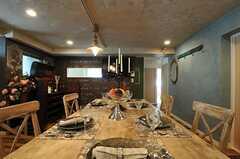 テーブル上部も、同じく加工されています。(2012-09-10,共用部,LIVINGROOM,2F)