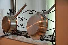 本格的な鍋。熱伝導が良いそうなので、手ぬぐいを巻いて使いましょう。(2012-09-10,共用部,KITCHEN,2F)