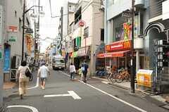 西武新宿線・沼袋駅前の商店街。(2012-09-10,共用部,ENVIRONMENT,1F)