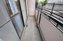 反対側から見たベランダの様子。(206号室)(2012-08-07,専有部,ROOM,2F)