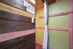 カーテンの奥はシャワールームです。(2019-08-29,共用部,OTHER,1F)