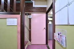 専有部のドアは可愛らしいピンク。(101号室)(2019-08-29,専有部,ROOM,1F)