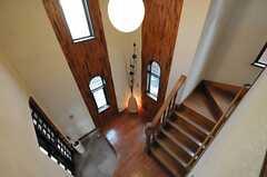 2階の廊下から玄関を見下ろすとこんな感じ。(2012-01-23,共用部,OTHER,2F)
