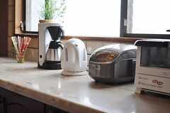 キッチン家電の様子。ヘルシオも導入予定とのこと。(2012-01-23,共用部,KITCHEN,2F)