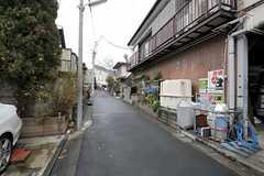 西部新宿線・鷺ノ宮駅からシェアハウスへ向かう道の様子。(2012-01-23,共用部,ENVIRONMENT,1F)