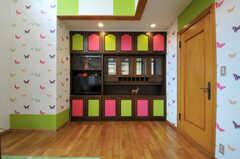 リビングの飾り棚の様子。(2011-09-22,共用部,LIVINGROOM,1F)