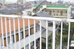 物干し用のワイヤーが取り付けられています。(2012-04-16,共用部,OTHER,4F)