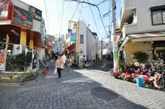 近くには商店街もあります。(2009-12-07,共用部,ENVIRONMENT,1F)
