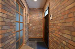 内部から見た玄関周りの様子。(2015-06-08,周辺環境,ENTRANCE,1F)