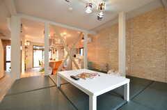 小上がりの様子。床はクッション材で、寝転んでも気持ちが良いです。(2015-06-08,共用部,LIVINGROOM,1F)