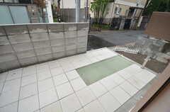 外には自転車を洗うスペースも。(2014-11-25,共用部,OTHER,1F)