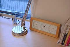 作り付けのデスクの様子2。モデルルームです。(205号室)(2014-11-25,専有部,ROOM,2F)