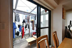 サンルームの様子。椅子も置かれていますが、主に洗濯物干し場として活用されているそう。(2019-08-09,共用部,LIVINGROOM,7F)