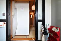 玄関から見た内部の様子。廊下は畳張りです。(2019-08-09,周辺環境,ENTRANCE,4F)
