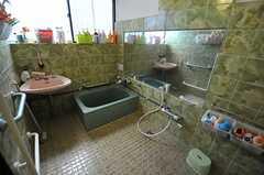 バスルームの様子。洗い場がとても広い空間です。(2013-01-07,共用部,BATH,1F)