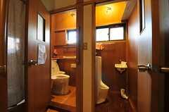 トイレの様子。洋式タイプはウォシュレット付きです。(2013-01-07,共用部,TOILET,1F)