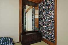 昔ながらの鏡台が付いています。(102号室)(2013-01-07,専有部,ROOM,1F)