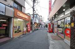 東武東上線・東武練馬駅前からシェアハウスへ向かって続く商店街。(2013-01-07,共用部,ENVIRONMENT,1F)