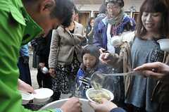 「まめむすびの会」の様子6。山形名物の芋煮も振舞われました。(2013-11-16,共用部,PARTY,1F)