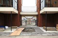 シェアハウスの正面玄関。(2014-03-14,周辺環境,ENTRANCE,1F)