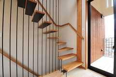階段の様子。(202号室)(2014-03-14,専有部,ROOM,2F)