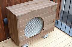 室外機は木枠で囲われています。(202号室)(2014-03-14,専有部,ROOM,3F)