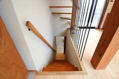 階段の様子。1Fは水まわりと寝室です。(202号室)(2014-03-14,専有部,ROOM,2F)