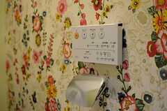トイレの壁紙も入居者さんがセレクトしたもの。(202号室)(2014-03-14,専有部,ROOM,1F)