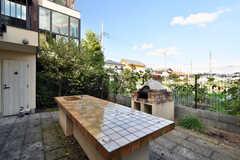 共用庭にはピザ窯が設置されています。(2020-10-21,共用部,OTHER,1F)