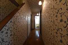 廊下の様子。突き当たりがシャワールームです。(2016-09-07,共用部,OTHER,1F)