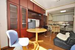 シェアハウスのラウンジの様子3。(2009-10-16,共用部,LIVINGROOM,2F)