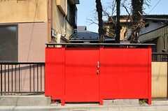 シェアハウスの門は赤く塗られています。(2010-03-30,周辺環境,ENTRANCE,1F)
