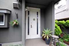 シェアハウスの正面玄関。(2011-05-10,周辺環境,ENTRANCE,1F)