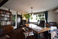 ダイニングの様子。奥にはオーナーさん専用のキッチンがあります。(2016-08-08,共用部,LIVINGROOM,2F)