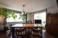ダイニングテーブルの様子。グリーンが素敵です。(2016-08-08,共用部,LIVINGROOM,2F)